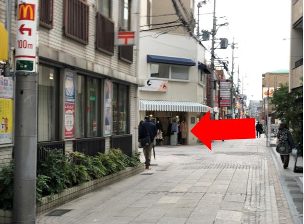 左手に郵便局が見えるので、そこを左折します